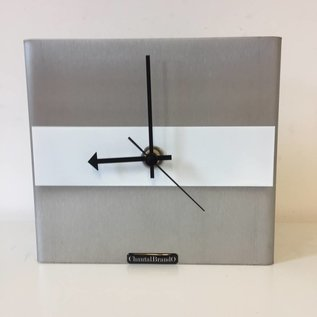 Klokkendiscounter Tischuhr Edelstahl NIKE Design White Stripe
