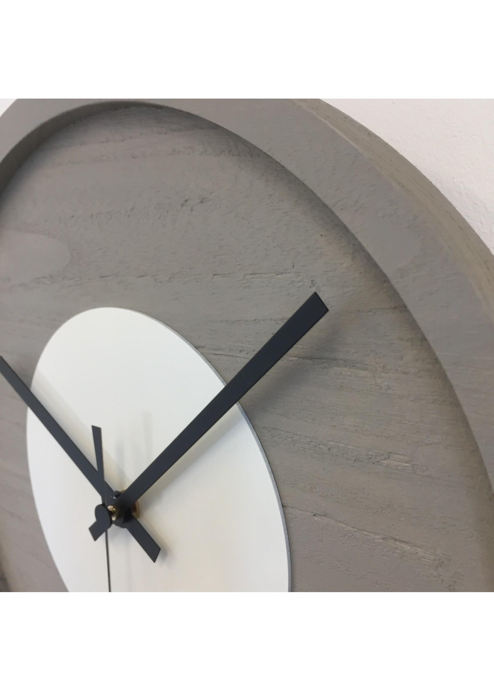Klokkendiscounter Wandklok Quinten White Modern Design