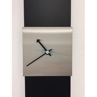 Klokkendiscounter Wanduhr Black-Line Silver square Blue Pointer Modern Design