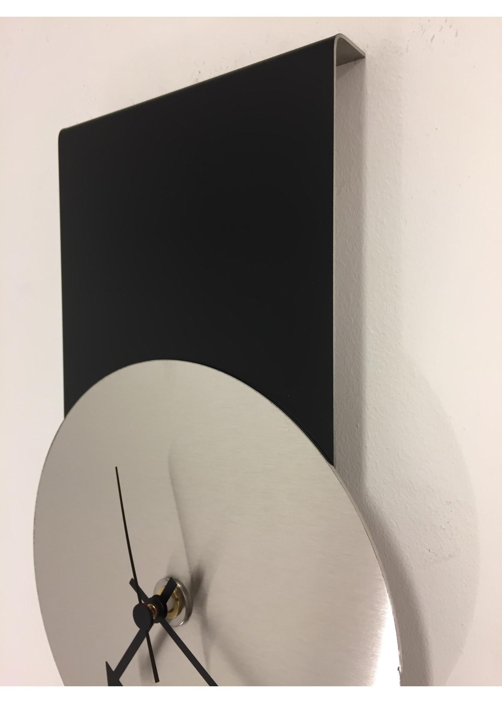 Klokkendiscounter Wandklok Black-Line & Silver Modern Design RVS