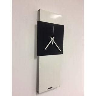 Klokkendiscounter Wanduhr LaBrand Export Line White & Black Square Modern Dutch Design
