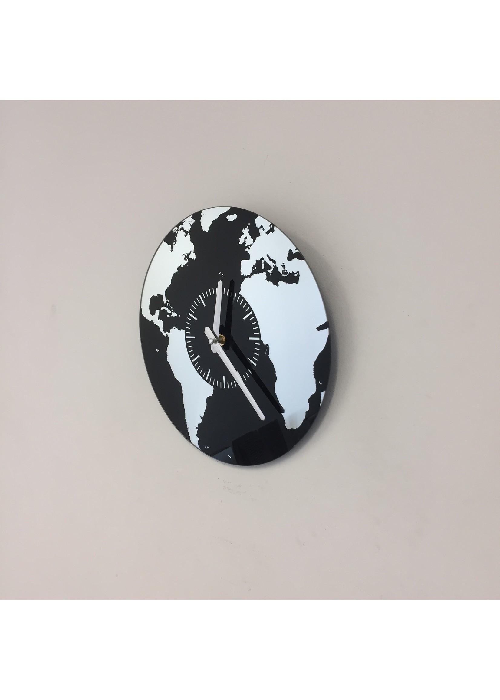 Wandklok Planet Earth modern design