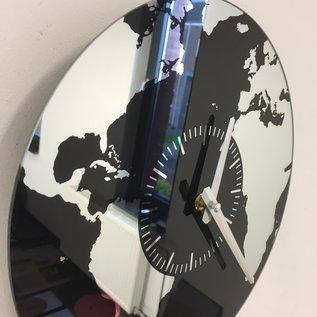 Saramax Wandklok Planet Earth modern design