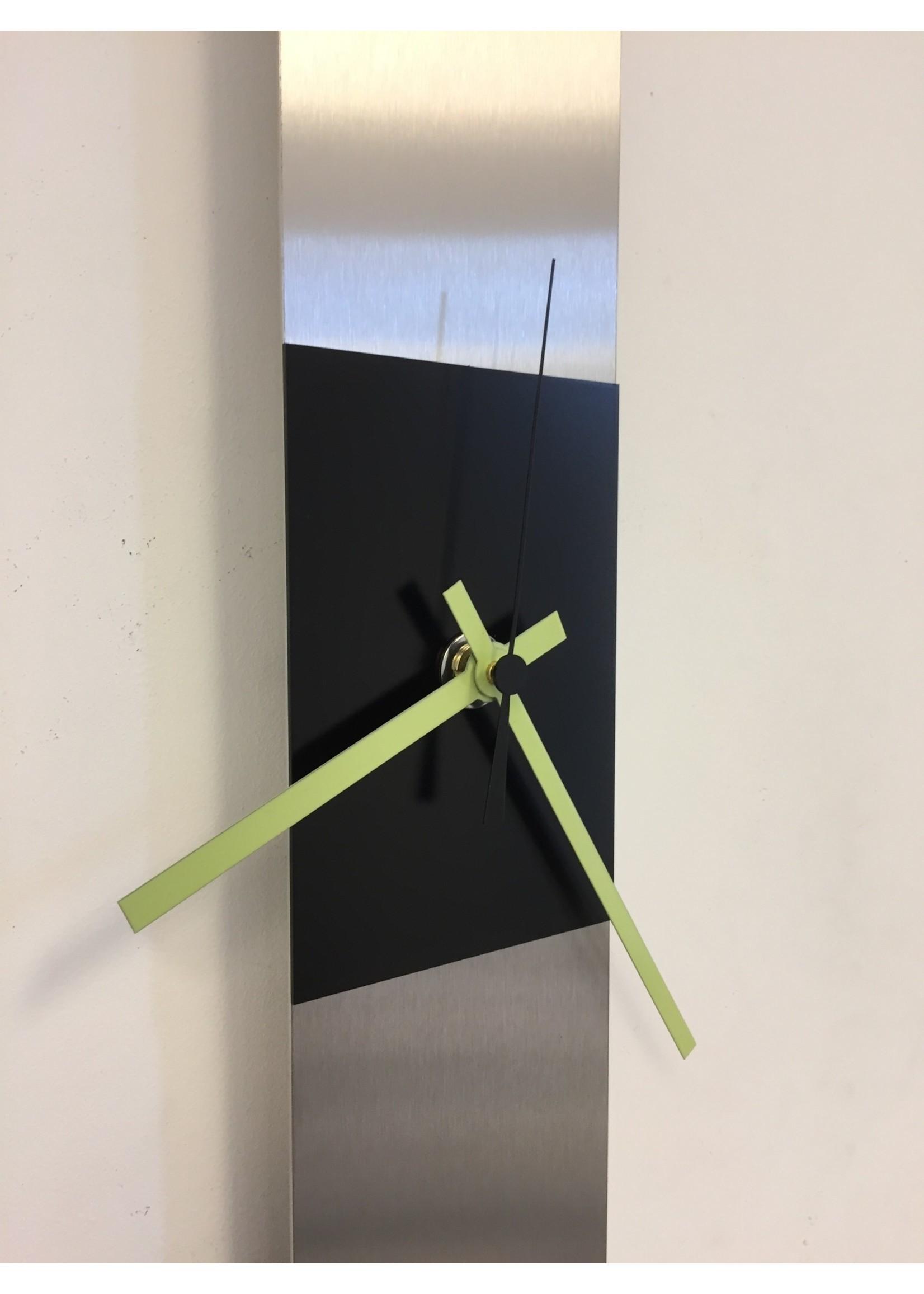 Klokkendiscounter Wandklok SUMMIT BLACK & GREEN Modern Dutch Design