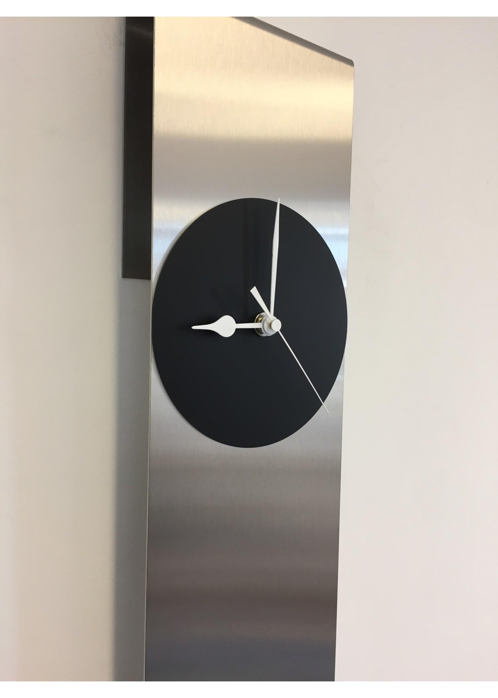 Klokkendiscounter Wandklok Sky-Scraper New York Black Modern Dutch Design