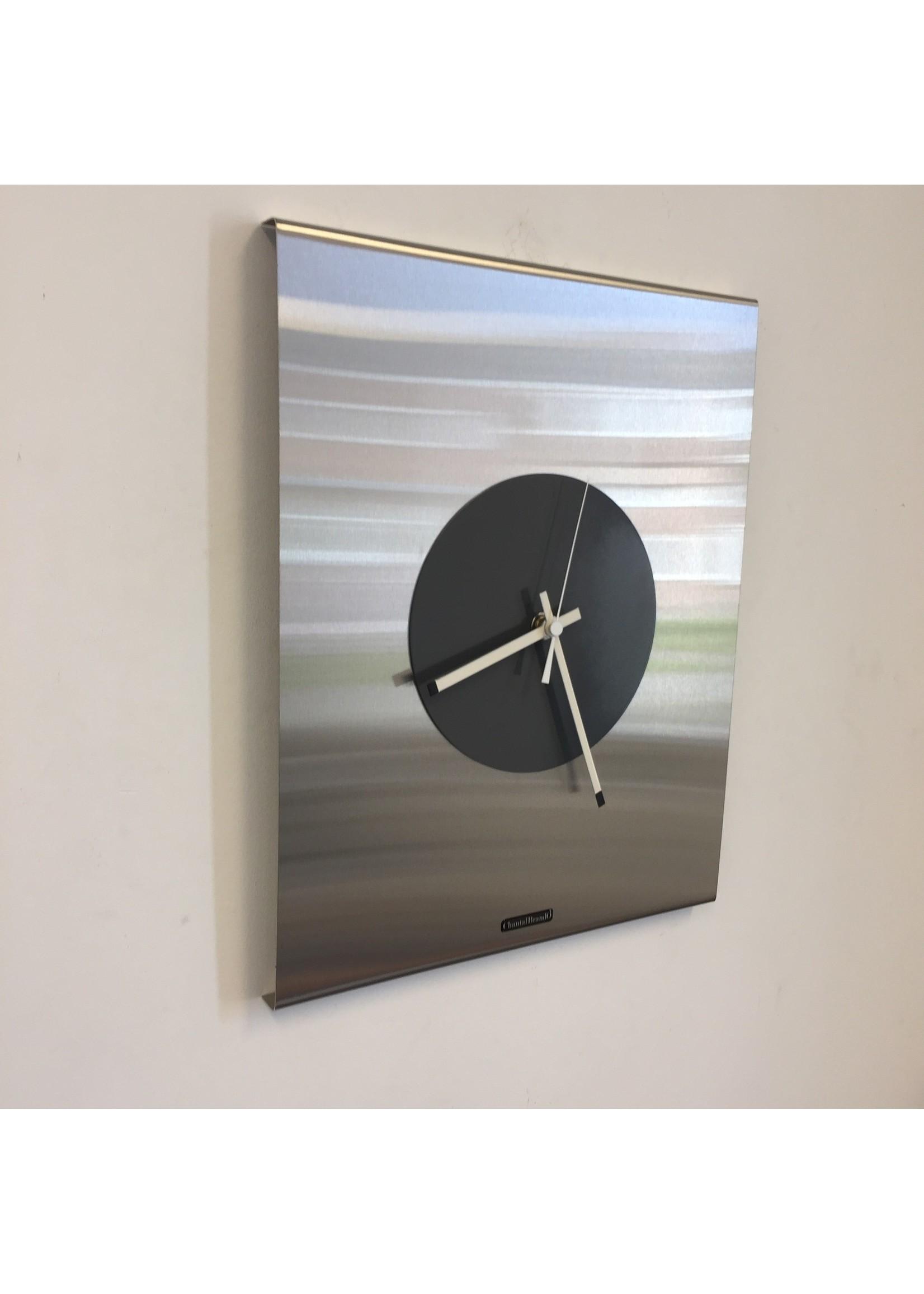 Klokkendiscounter Wandklok Time Square New York GREY Modern Dutch Design