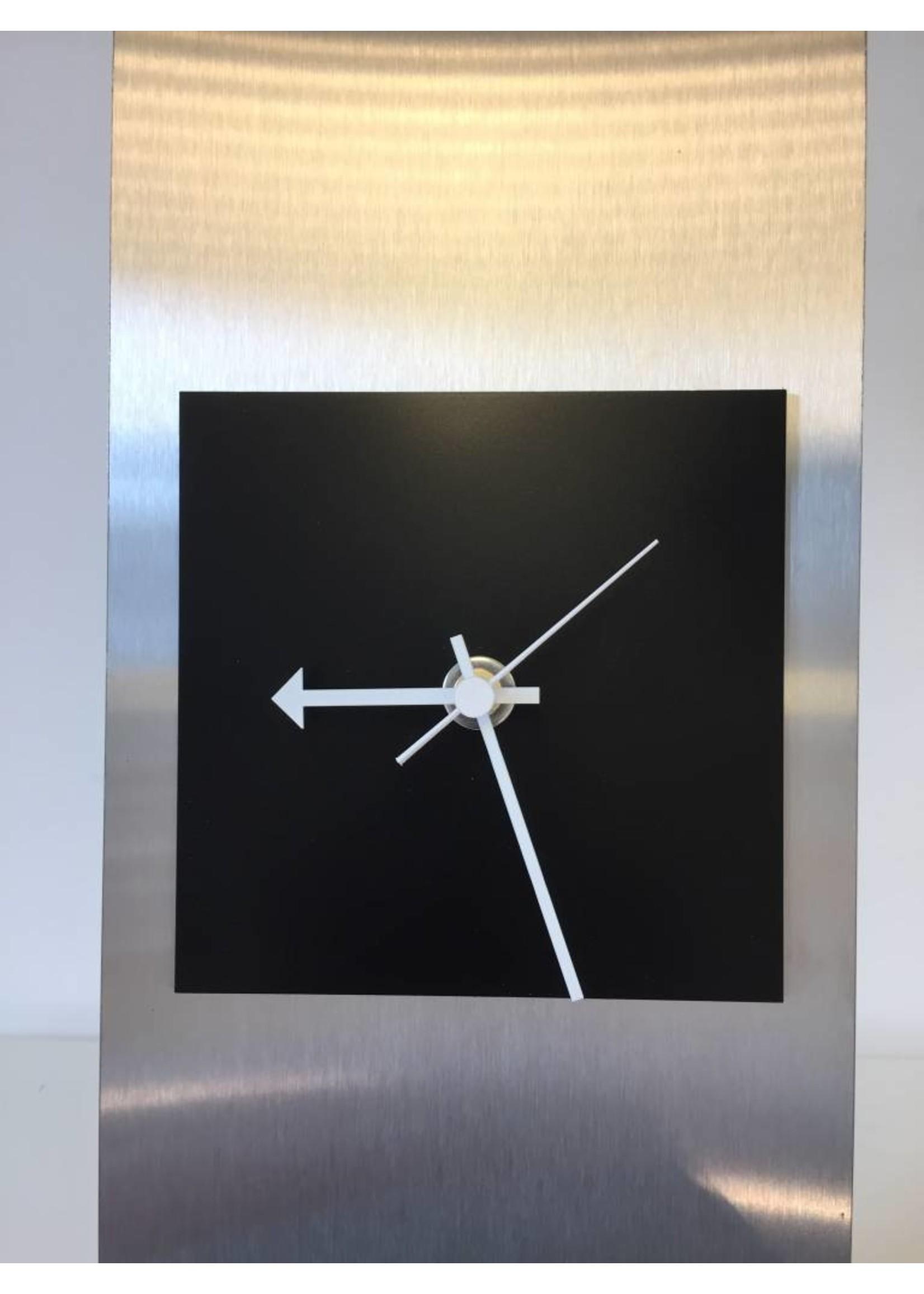 Klokkendiscounter Tafelklok Yara zwart vierkant