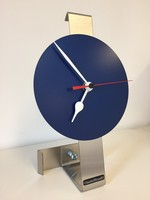 ChantalBrandO Tafelklok BLUE SPIRIT /RED POINTER MODERN DUTCH DESIGN
