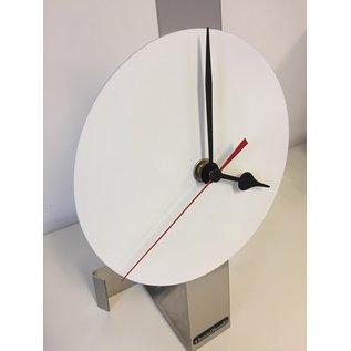 ChantalBrandO Tafelklok WHITE SPIRIT - RED POINTER - MODERN DUTCH DESIGN