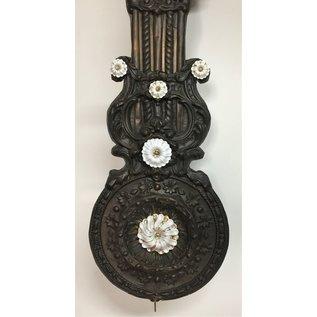NiceTime comtoise klok met bloemslinger & porseleinen cupjes