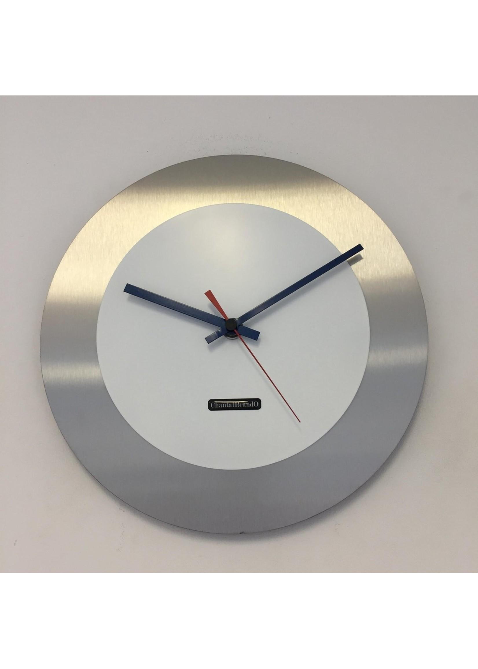 ChantalBrandO WANDKLOK - Stil uurwerk – Handgemaakt – CHANTALBRANDO FIRENZE WHITE24 -- BLUE & RED POINTERS -- MODERN DESIGN