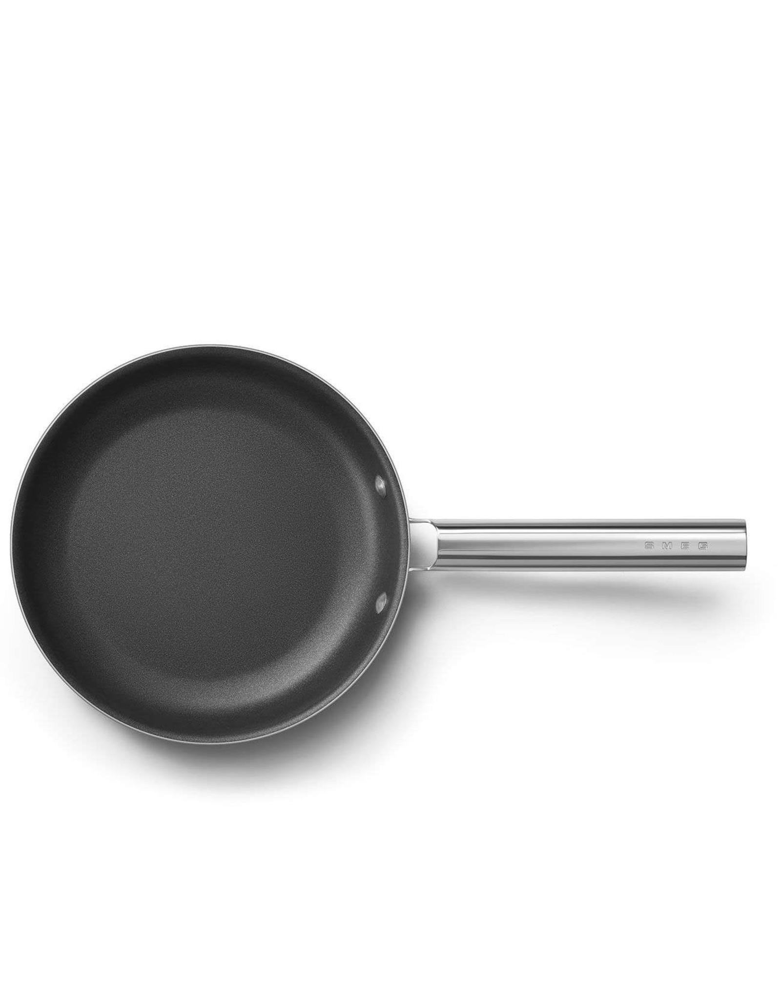 Smeg. Koekenpan 26cm. Mat zwart