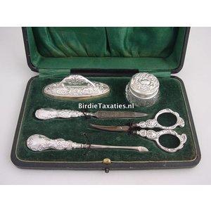 Engels zilveren nagelgarnituur in etui