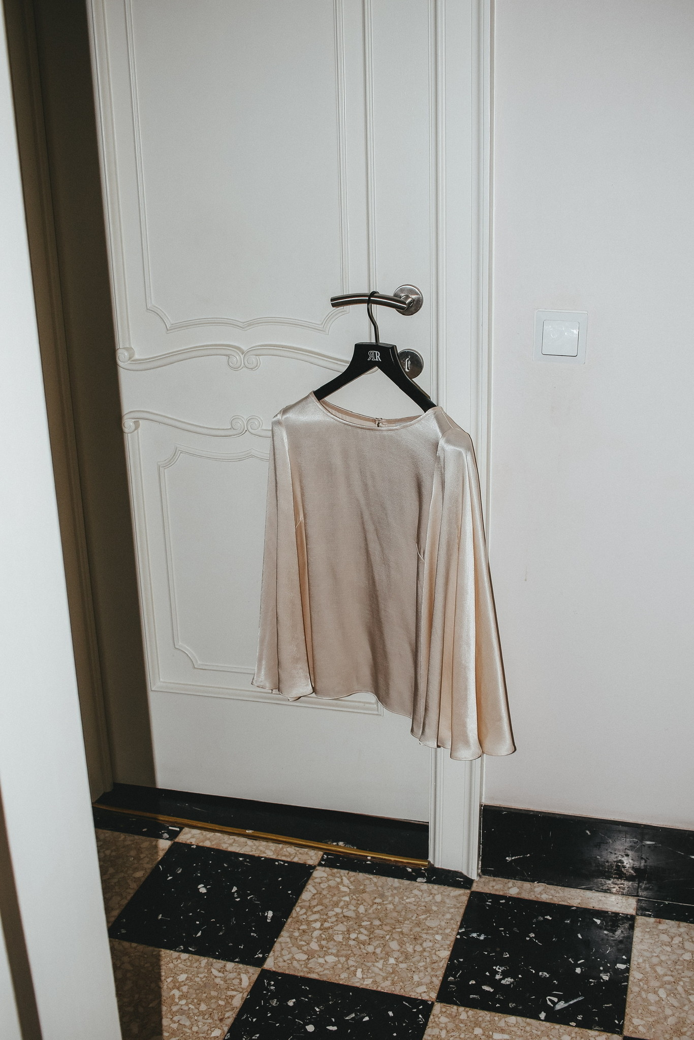Circle sleeve blouse-3