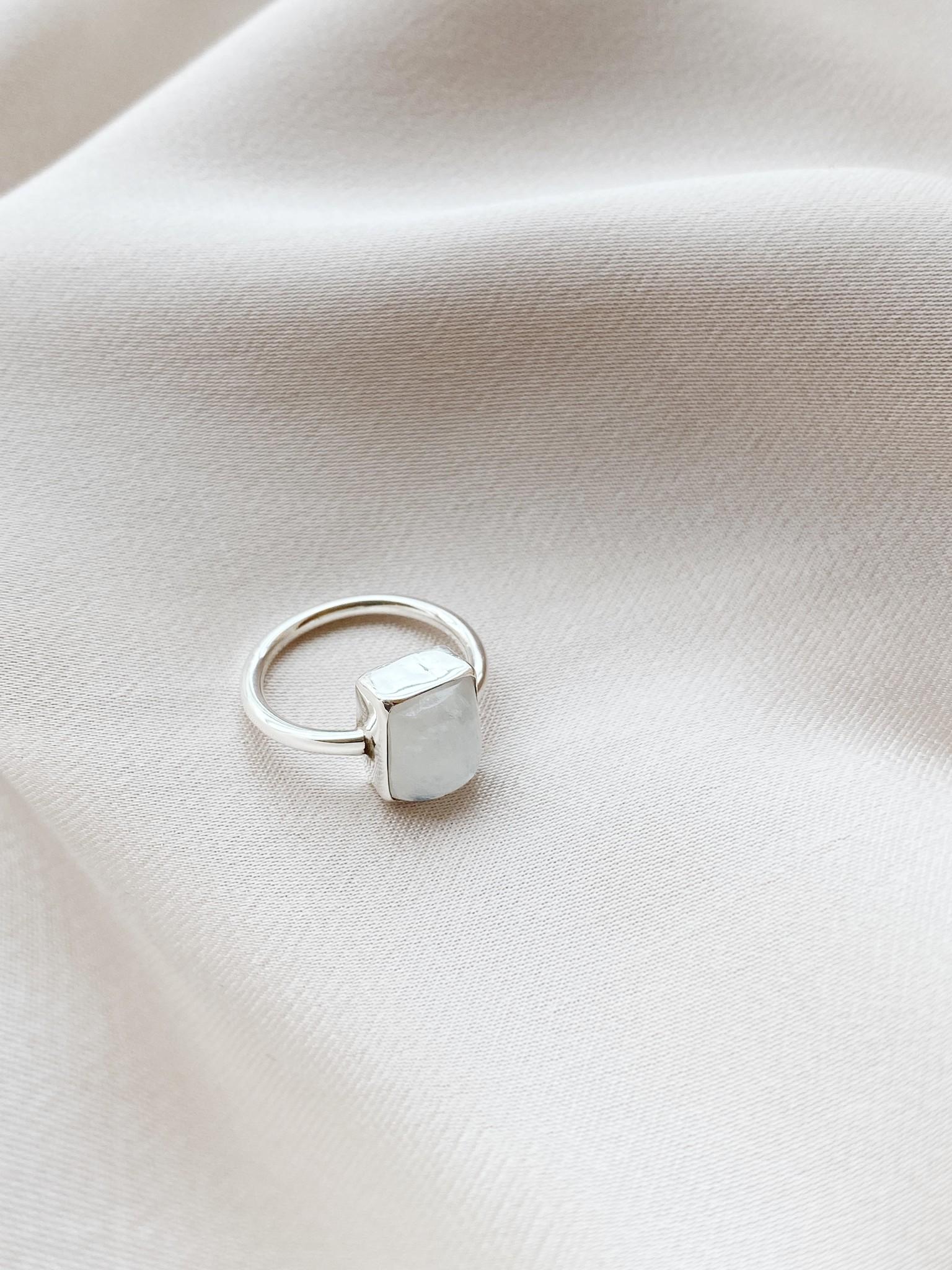 Ring 39 Moonstone-1