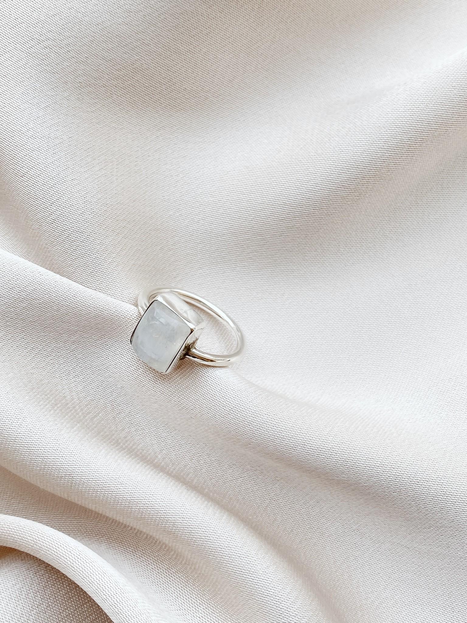 Ring 39 Moonstone-3