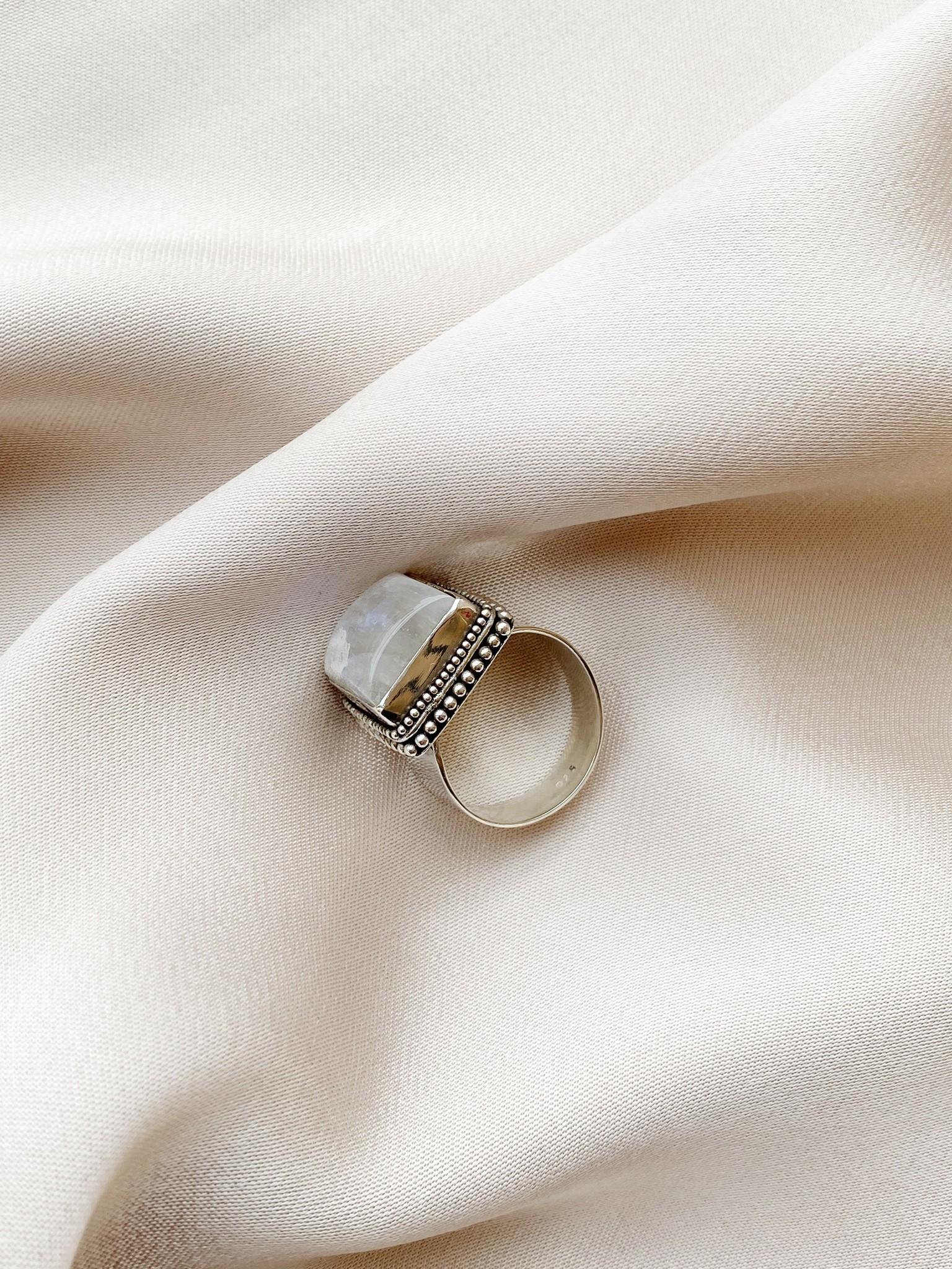 Ring 37 Moonstone Ajustable-3