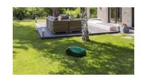 Robomow RK 1000 in tuin met loungeset