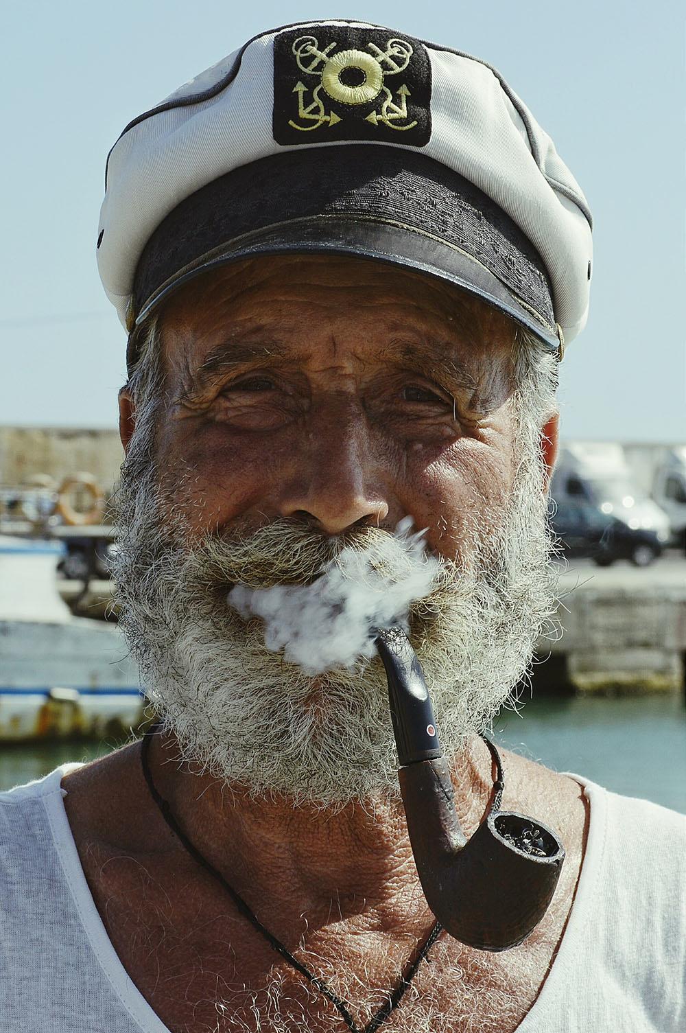 Oude man met volle baard