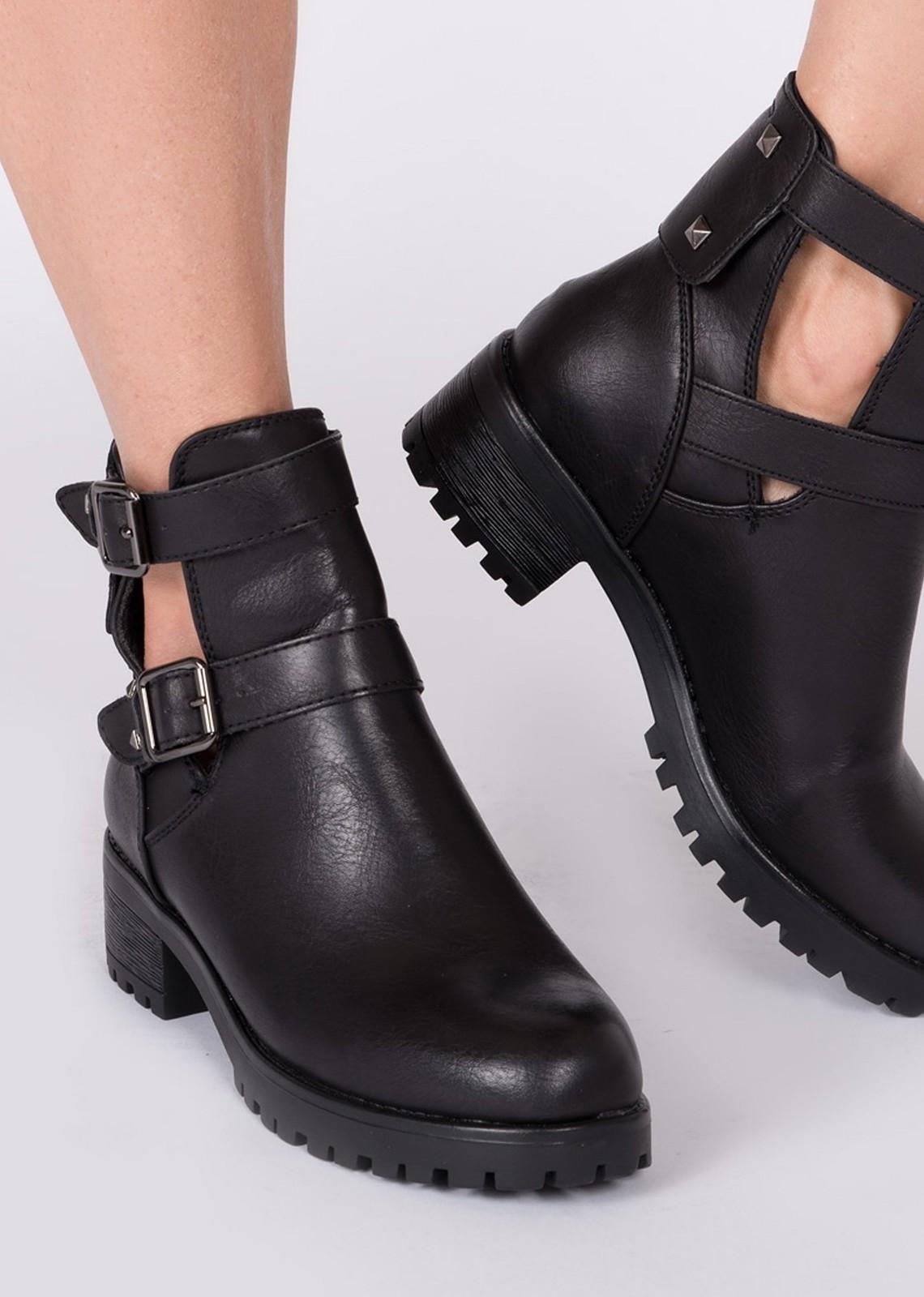 Open side boot