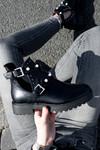 Parel boots cut out