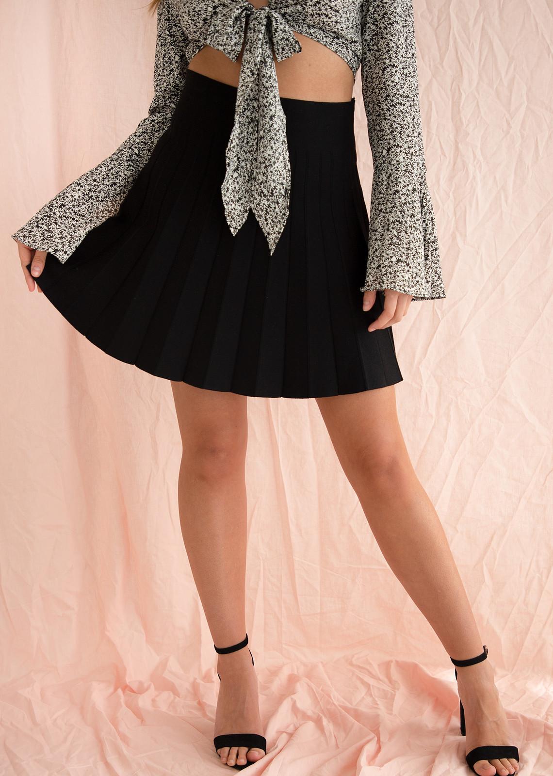 Chrissy pleated skirt black