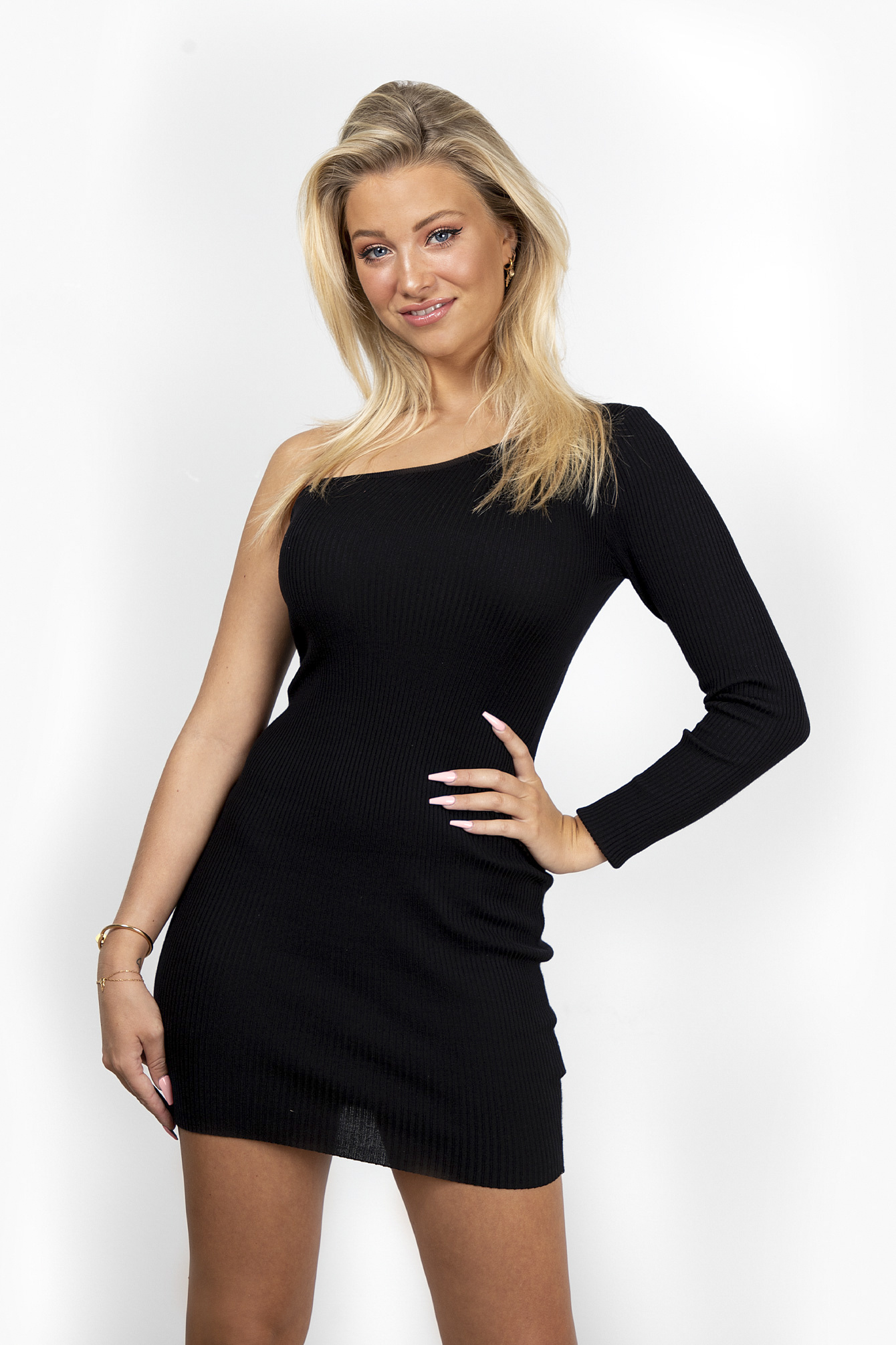 Dress one sleeve zwart