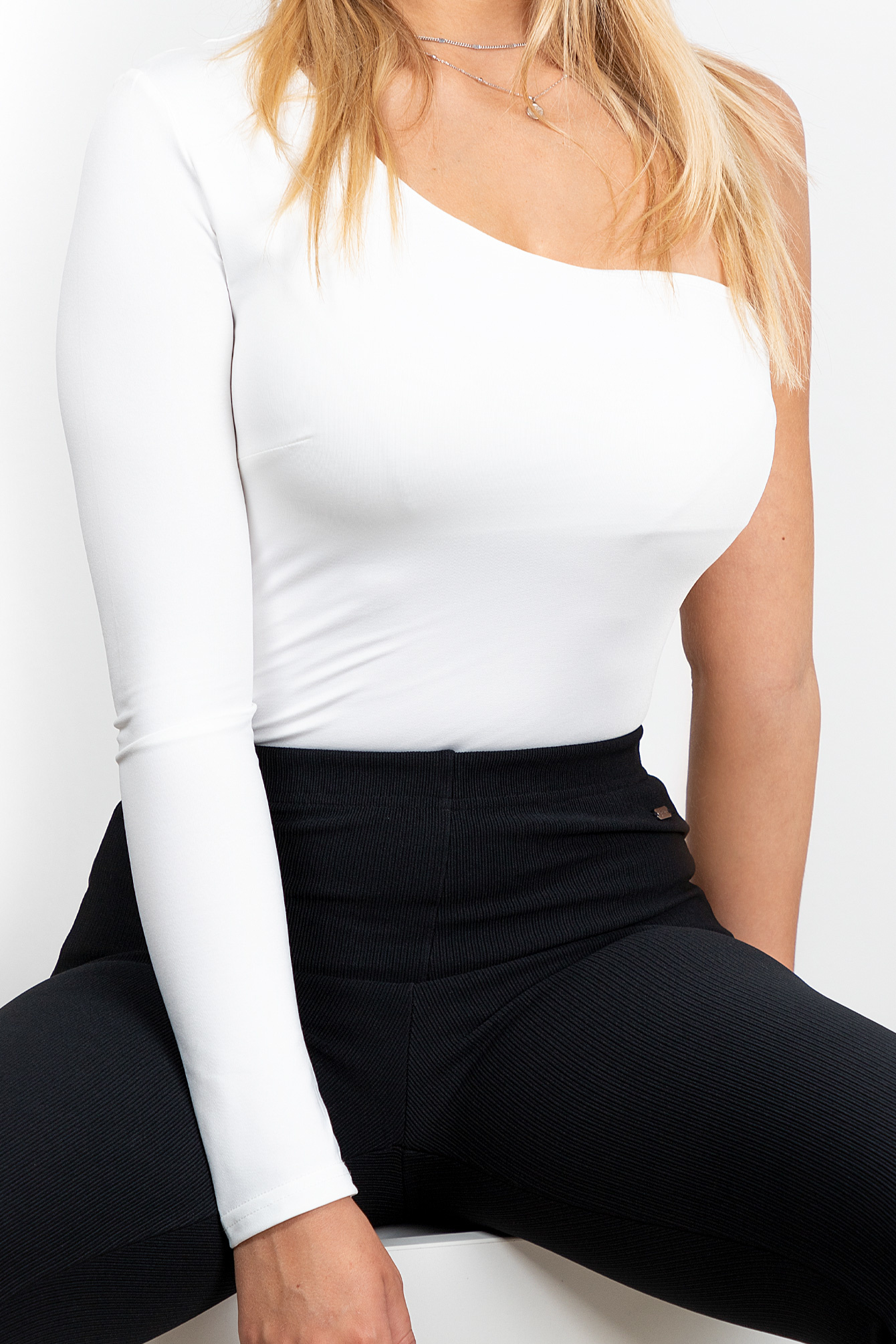 Body top one sleeve wit