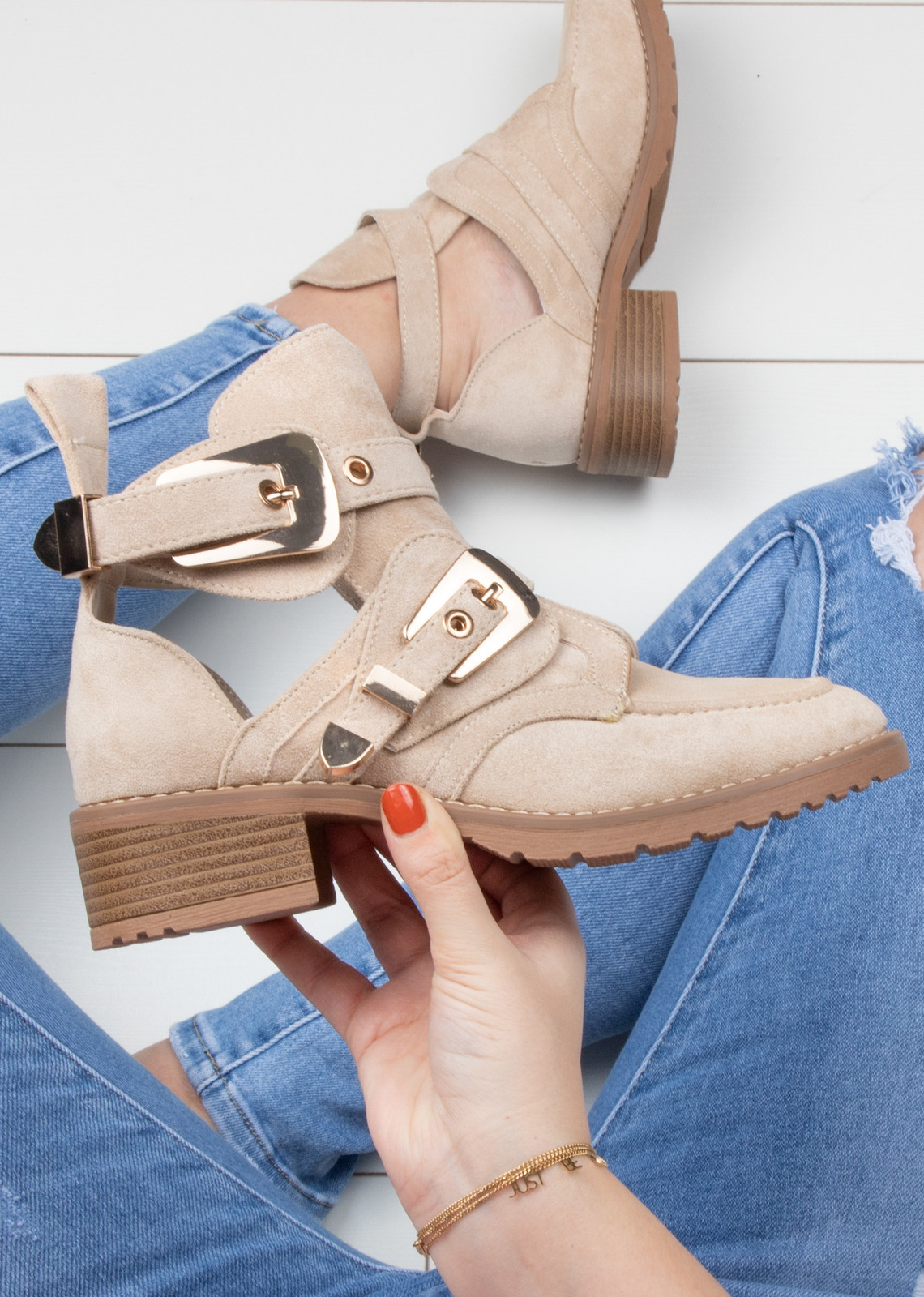 Cut out boots beige