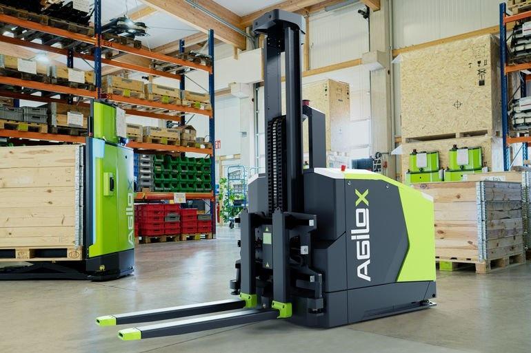 Intelligent, flexibel und innovativ - der autonome Gegengewichtsstapler AGILOX OCF