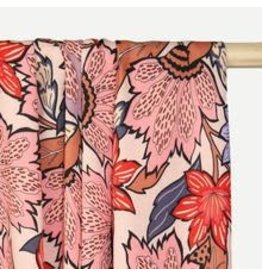 Atelier Jupe Zachtroze viscose met grote bloemenprint