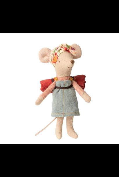 Hiker Mouse Girl