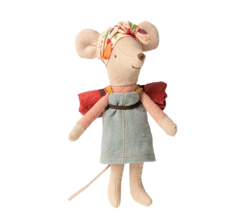 Hiker Mouse Girl-1