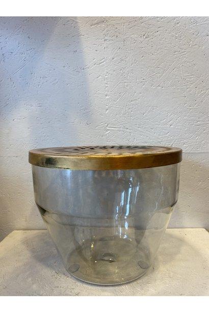 Glazen vaas met metalen deksel