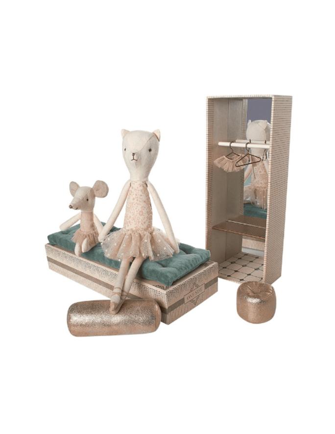 Dancing Cat & Mouse in Shoebox-3