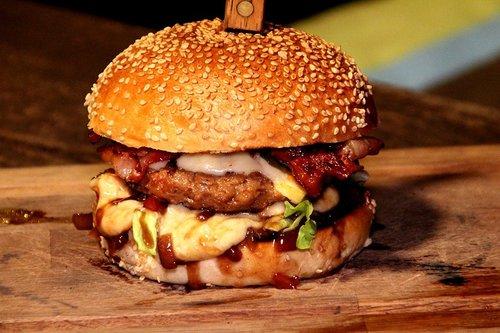 Waards rund Waardse jalapeño cheddar hamburger