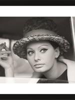 MondiArt Sophia Loren smoking in