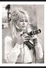 MondiArt Bardot holds camera