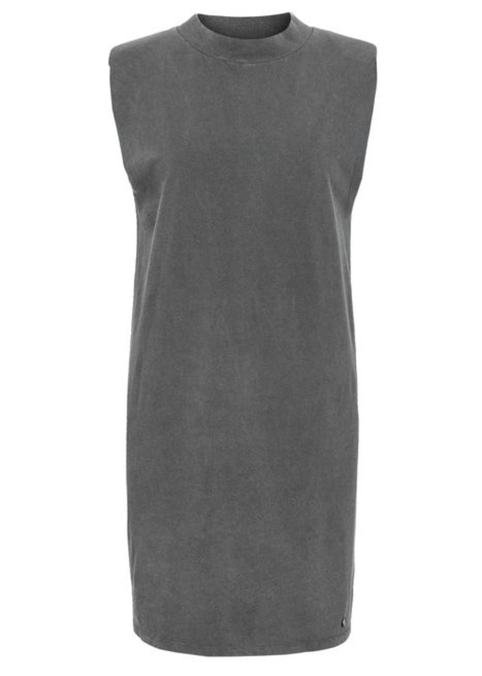 Zusss Basic jurk met schoudervulling grafietgrijs
