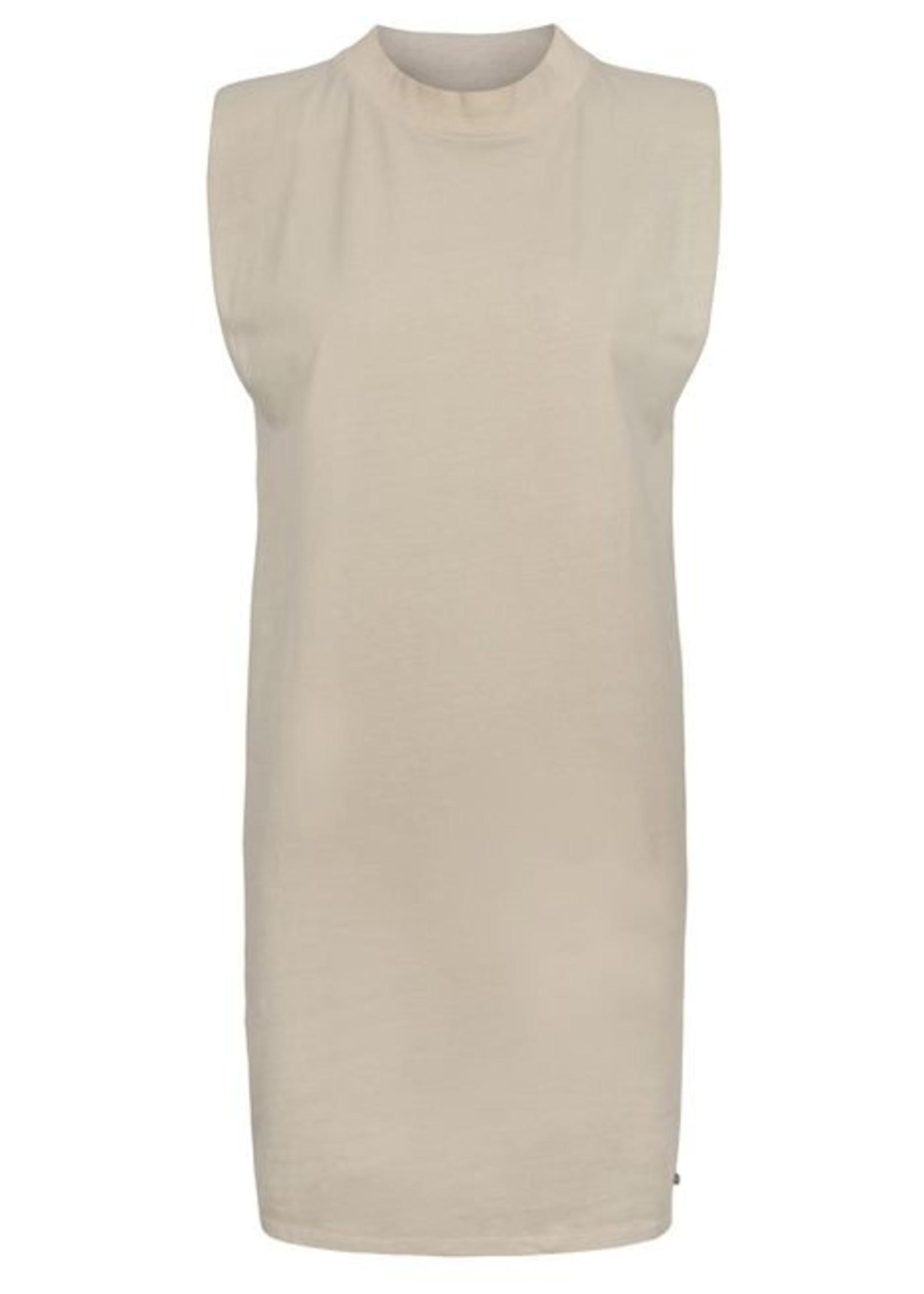 Zusss Basic jurk met schoudervulling zand
