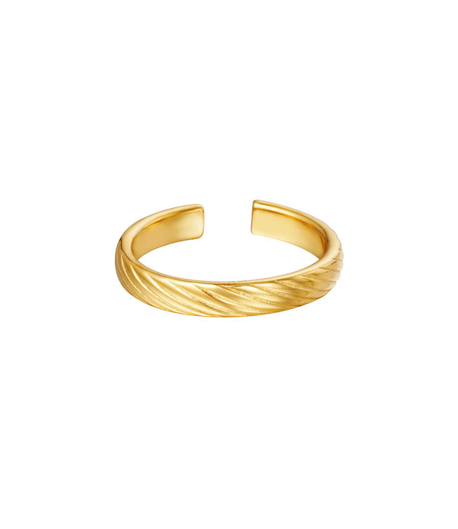 Gold Twisted Pattern Ring