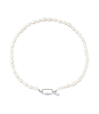 Pearl Ovale Closure Necklace