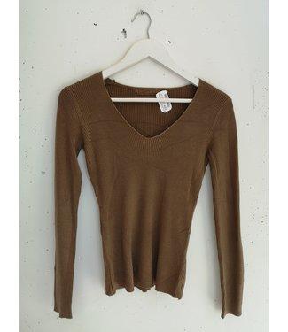 Longsleeve stretch rib V, Light brown
