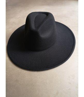 Hat iconic, Black