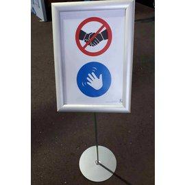 Corona maatregel geen hand geven bord op standaard