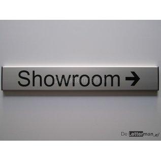 Showroom bordje en richtingpijl
