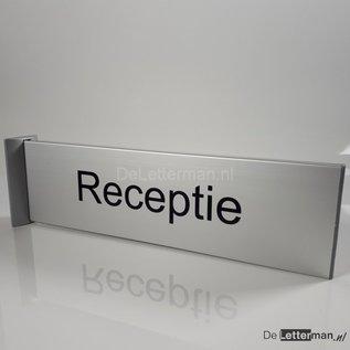 Uitsteekbord Tekstbord haaks op de muur lang model 35 cm.