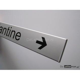 Servicedesk bordje met richtingpijl
