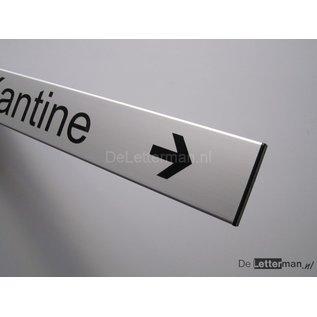 Toilettenbordje met richtingpijl