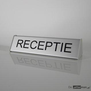 Receptiebordje compleet met tekst of naam dienst of medewerker
